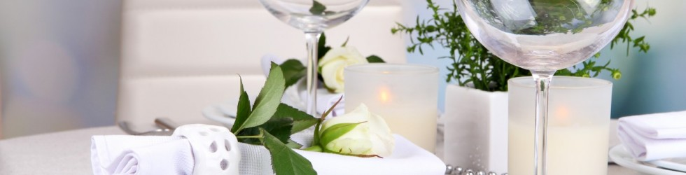Table-floral-arrangement-in-restaurant-1